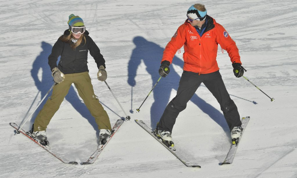 Adults_learn_to_ski_exercise